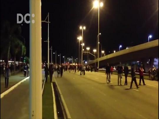 Ato contra Temer em Florianópolis tem tensão quando manifestantes ameaçam ir para as pontes