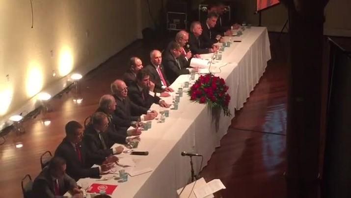 Piffero faz discurso na cerimônia de posse de Marcelo Medeiros