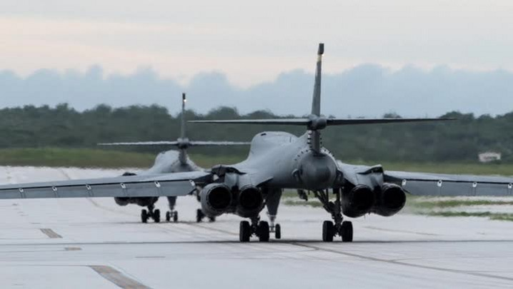 Bombardeiros americanos sobrevoam a península coreana