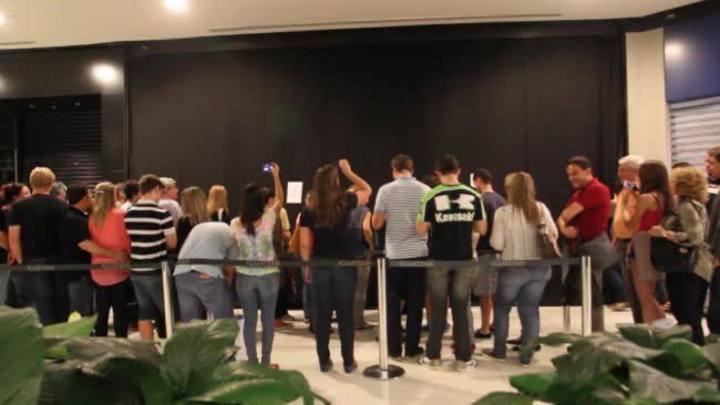 Momento da abertura das portas da iPlace do Iguatemi
