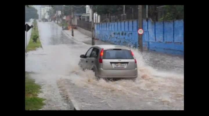 Avenida Liberdade: choveu, alagou