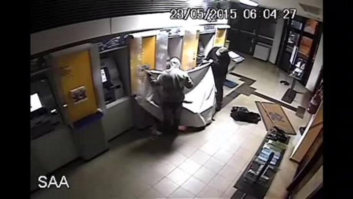 Criminosos assaltam caixas eletrônicos com maçarico em Teutônia