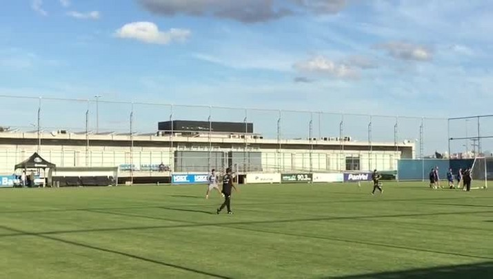 Beto da Silva bate bola, mas não tem previsão de retorno