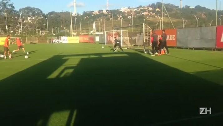 Marcelo Lomba faz treino com bola nesta segunda-feira
