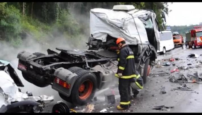 Acidente em Monte Bérico, Caxias do Sul, deixa pelo menos dois mortos