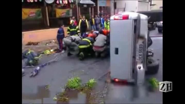 Veja resgate de acidente na Cidade Baixa, em Porto Alegre