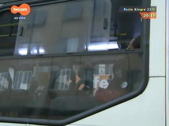 TVCOM 20 Horas - Homem é executado dentro de ônibus com 20 tiros na Zona Norte da capital - 16/04/2015