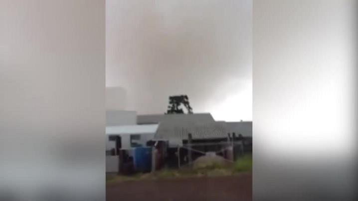 Moradores filmam tornado em Xanxerê, oeste de Santa Catarina