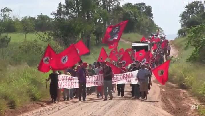 Manifestantes iniciaram caminhada de 35 quilômetros até outro assentamento