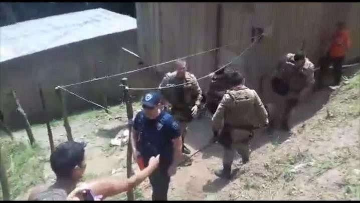 Moradora filma ação da Polícia Militar durante demolição de casas da Ocupação Palmares