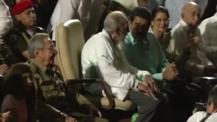 Fidel Castro aparece em público