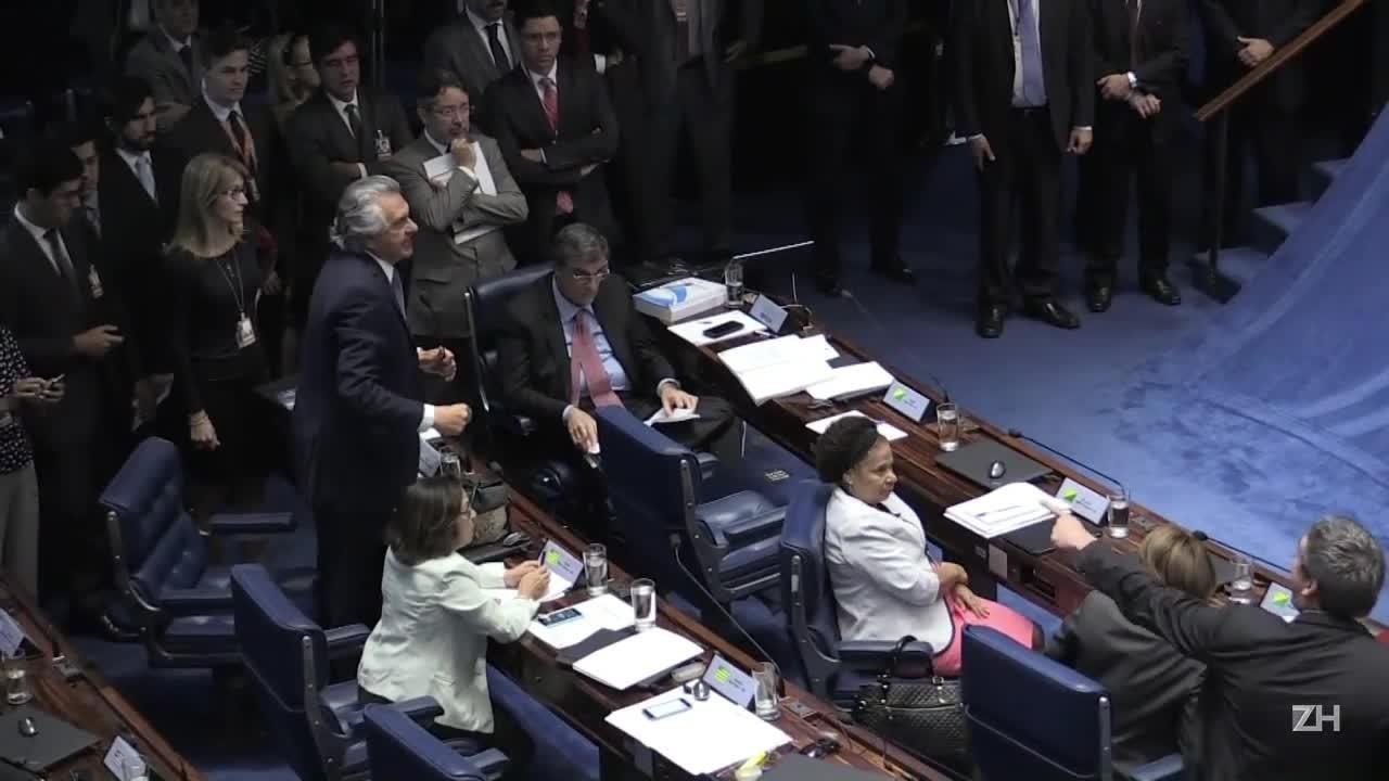 Lula: 'senadores começam a rasgar a Constituição