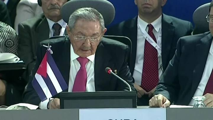 """Raúl Castro critica """"golpe parlamentar"""" no Brasil"""