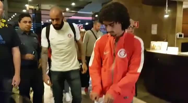 Delegação do Inter chega a Santos