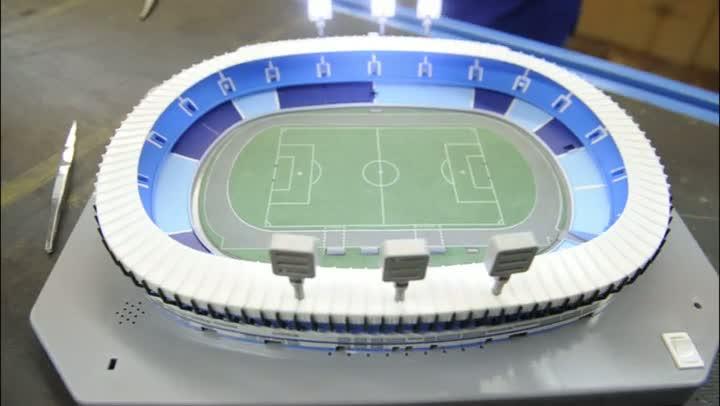 Uma fábrica de estádios de futebol em miniaturas