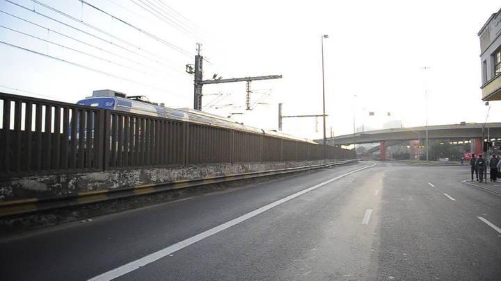 Último trem que funcionou durante a manhã vai para o estacionamento