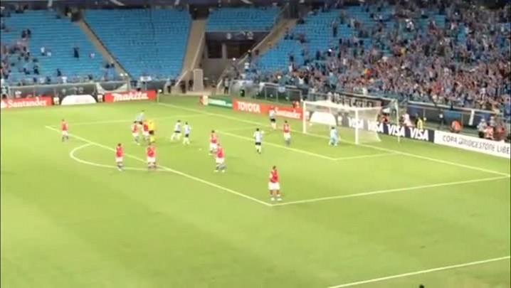 Veja o gol de Barcos na partida Grêmio 1 X 0 Nacional - 10/04/2014