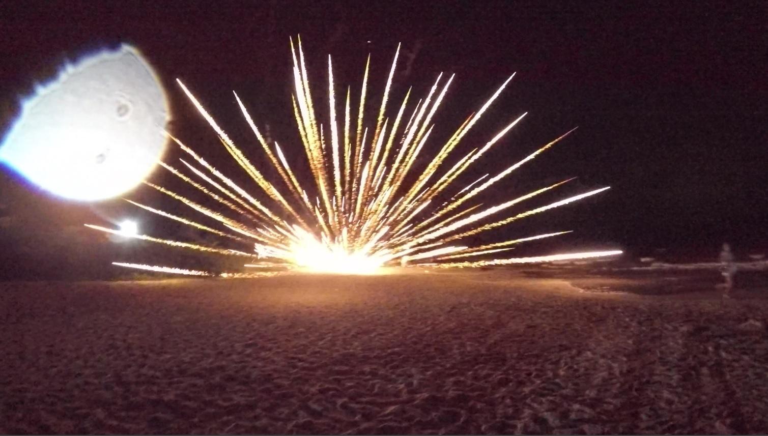 Bateria de fogos de artifício estoura antes da hora e fere duas turistas argentinas na praia da Lagoinha, norte da Ilha de Santa Catarina