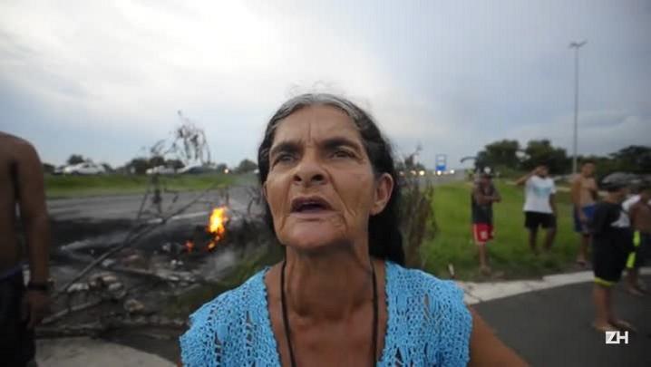 Maria, aposentada, relata as dificuldades na região das ilhas