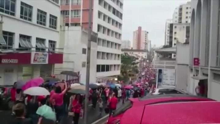 Caminhada dos servidores municipais de Florianópolis em greve