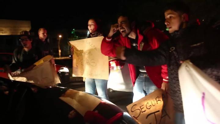 Estudantes protestam e pedem segurança