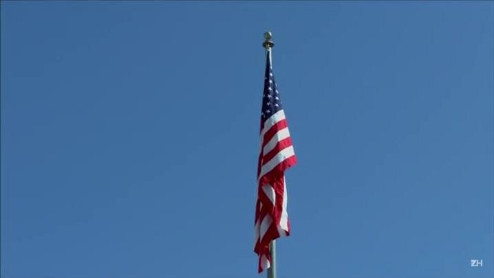 Bandeira dos EUA é hasteada em Cuba