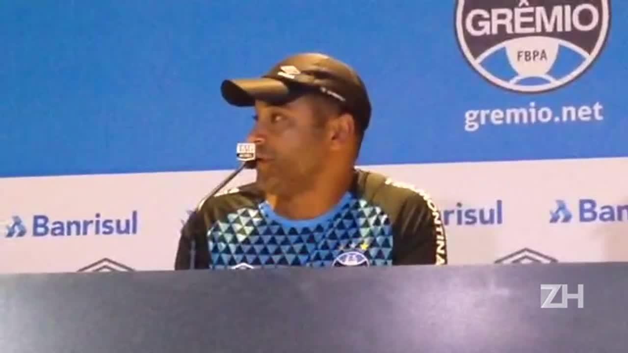 """Roger elogia volta de Ramiro ao Grêmio: \""""Pequeno gigante\"""""""