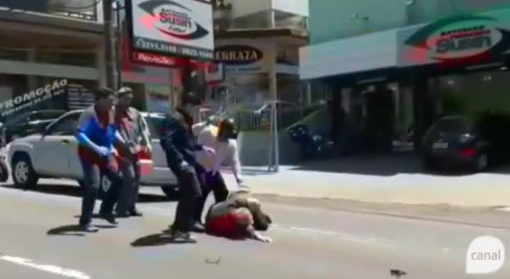 Violência: veja flagrante de briga no trânsito em Caxias