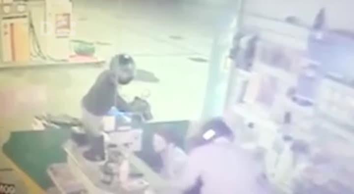 Câmera de segurança mostra assalto a posto de gasolina em Maracajá, no Sul do Estado