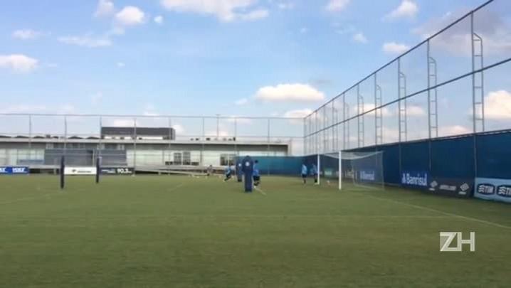 Treino de bola aérea dos zagueiros do Grêmio
