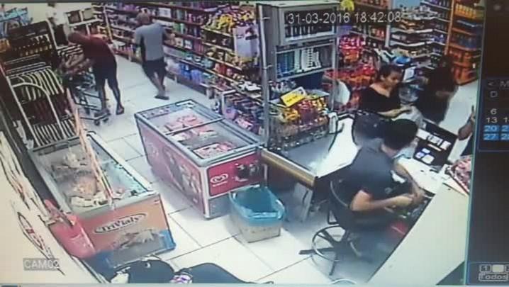 Bandidos assaltam mercado de Santa Maria