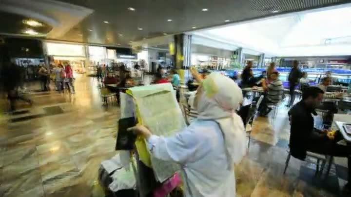 Senhora de 79 anos passa 20 dias dentro do aeroporto Salgado Filho em missão cristã