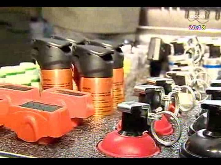 TVCOM 20 Horas - Secretário da Segurança do RS, Airton Michels, fala sobre kits de armas não letais distribuídos aos policiais estaduais - Bloco 3 - 07/05/2013