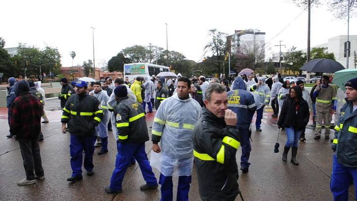 Servidores da EPTC bloqueiam Av. Ipiranga
