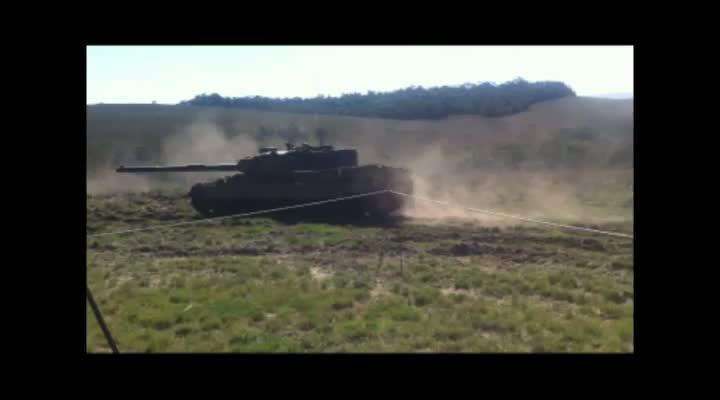 Exército realiza simulação de batalha no Campo de Instrução de Santa Maria