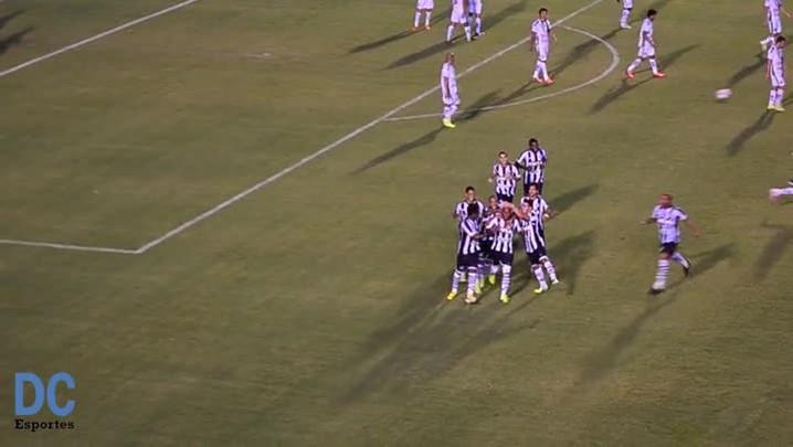 Gol de Marcos Assunção para o Figueirense