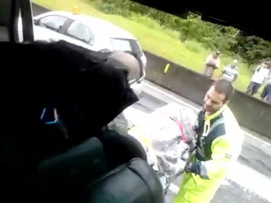 Socorro a vítima do acidente na BR-365 no PR