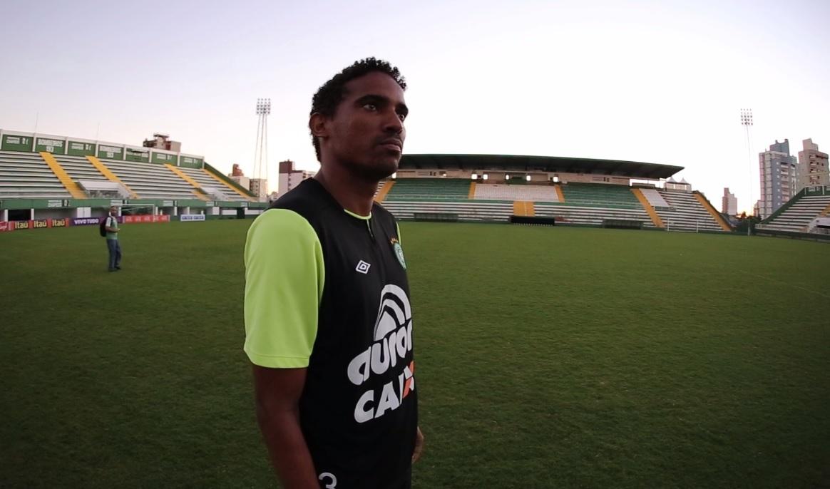 Rafael Lima, Zagueiro da Chape, comenta nova fase do clube