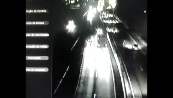 Câmeras da BR-116 flagram atropelamento com morte em Esteio