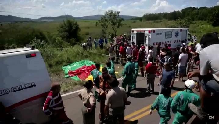 Acidente com ônibus que seguia ao Litoral deixa mortos em Glorinha