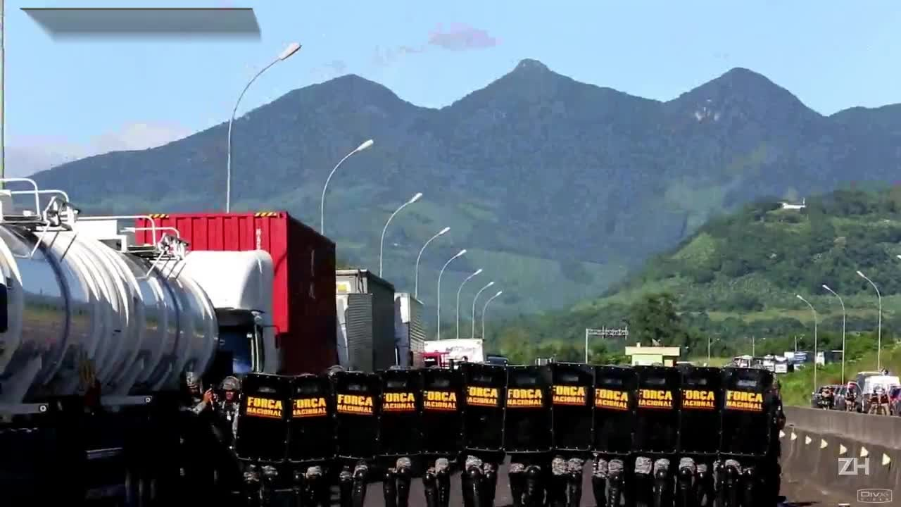Protesto de caminhoneiros acaba em conflito na BR-101