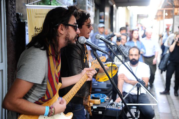 Tagore toca no Festival Brasileiro de Música de Rua, em Caxias