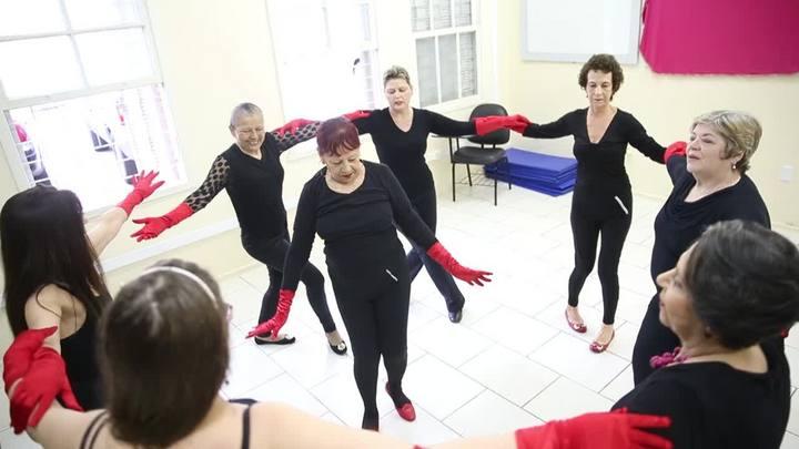 Como a dança pode ajudar mulheres com câncer a enfrentar a doença?