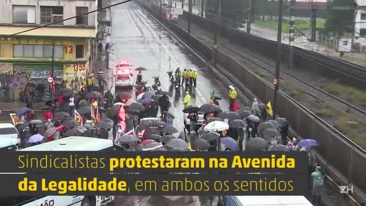 Dia de protestos em Porto Alegre