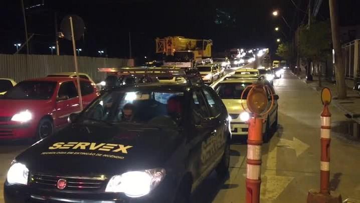 Motoristas reclamam de lentidão com bloqueio da Dique