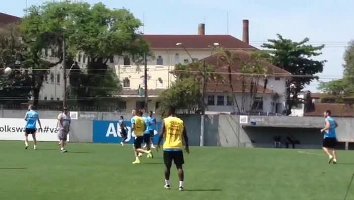 Grêmio treina em Santos para confronto com o Palmeiras