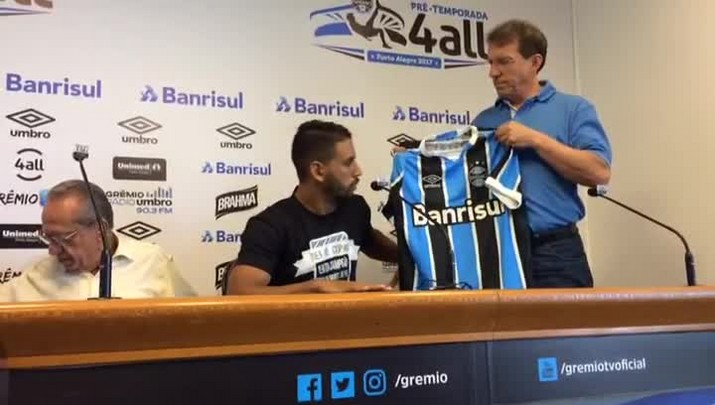 Grêmio apresenta o volante Michel