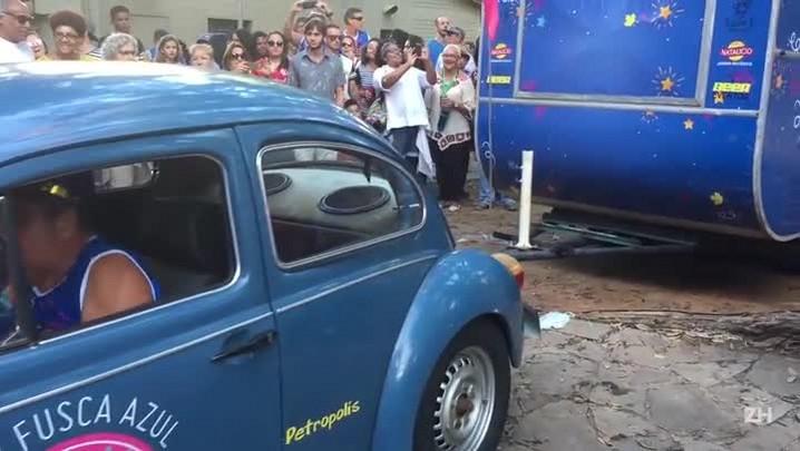 Bloco Fusca Azul percorre os bairros Petrópolis e Bela Vista.