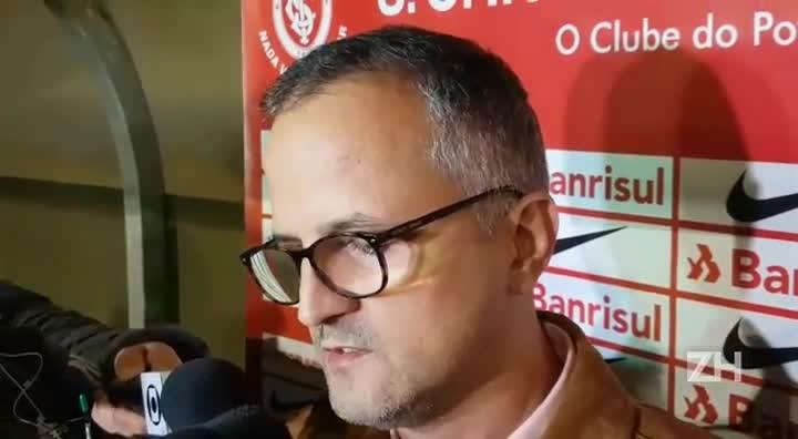 """Vice de futebol do Inter fala de \""""oscilação\"""" no time de Zago"""