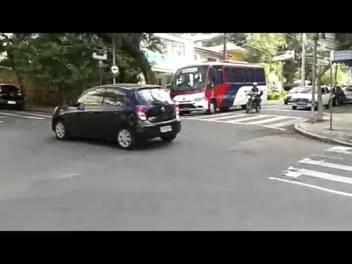 Depois das grandes vias que cortam a cidade, avenida Mariland lidera o ranking do roubo de veículos em Porto Alegre. 18/04/2013